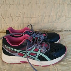 Ladies Asics tennis shoe